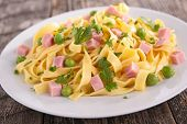 pasta cooked with pea and ham