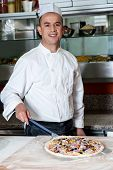foto of take out pizza  - Young male chef to take out the pizza dough - JPG
