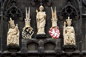 picture of sceptre  - sculptures of kings in Prague Czech Rep - JPG
