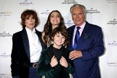 LOS ANGELES - NOV 4:  Jill St. John, Max Charles, Bailee Madison, Robert Wagner at the