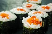 ������, ������: Salmon Roe Sushi Roll