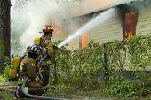 Casa de batalla de los bomberos en incendios