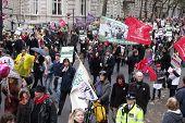 Londres-NOV 30: Professores e trabalhadores do serviço público de março nas ruas de Londres, durante a grande