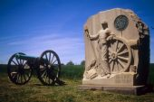 foto of yanks  - Napoleon artillery battery and monument near Angle Gettysburg National Historical Battlefield Pennsylvania - JPG