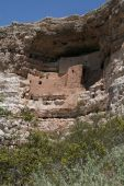 Cliff dwelling: Montezuma Castle