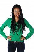 hermosa mujer africana con pulseras
