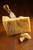 Parmesan-Käse mit Messer