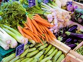 selección de verduras en el mercado, Foto simbólica para alimentos, alimentos sanos, venta por menor