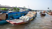 CAN THO,VIETNAM - 23 JAN, 2014: Unidentified people on floating market in Mekong river delta. Cai Ra
