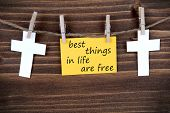 Постер, плакат: Yellow Label With Life Quote Best Things In Life Are Free