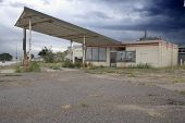 5576Old Gas Station_1