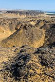 Paisagem no deserto perto de Baharya preto