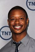 LOS ANGELES - JUL-24: Arjay Smith kommt bei TNT 25th Anniversary Party im Beverly Hilton Hot