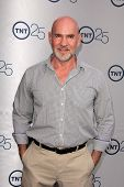 LOS ANGELES - JUL-24: Mitch Pileggi kommt bei TNT 25th Anniversary Party im Beverly Hilton H