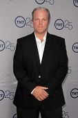 LOS ANGELES - JUL-24: Adam Baldwin kommt bei TNT 25th Anniversary Party im Beverly Hilton Ho