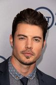 LOS ANGELES - JUL-24: Josh Henderson kommt bei TNT 25. Jubiläums-Party im Beverly Hilton