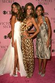 LOS ANGELES - NOVEMBER 16: Alessandra Ambrosio with Izabel Goulart and Selita Ebanks arriving at The Victoria's Secret Fashion Show at Kodak Theatre on November 16, 2006 in Hollywood, CA.
