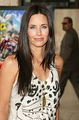 HOLLYWOOD - JULY 30: Courteney Cox Arquette at the World Premiere of