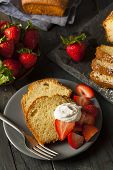 pic of pound cake  - Homemade Pound Cake with Strawberries and Cream - JPG