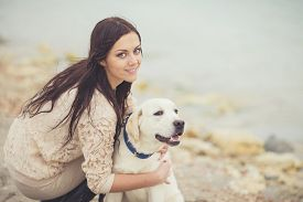 pic of labrador  - Young brunette woman with long straight hair - JPG