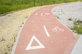 picture of segregation  - Segregated cycle facilities - JPG