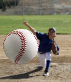 Lançador de beisebol juvenil