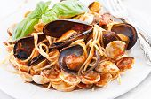 Spaghetti with mussels and tomato sauce