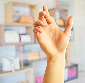 Постер, плакат: Человеческая рука холдинг Крытый
