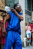 Street-Tänzerin In New York