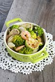 Shell-shaped Pasta With Broccoli, Courgette And Prawns