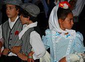 Niños vestidos con '' castizo