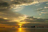 atardecer en la playa de Nirvana, Padang, Isla de Sumatra, Indonesia