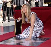 LOS ANGELES - FEB 22:  JENNIFER ANISTON arriving to Walk of Fame Ceremony for Jennifer Aniston  on F