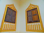 Постер, плакат: Окно возле храм