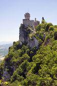 Repubblica di San Marino - exibição vertical da segunda torre Rocca Cesta
