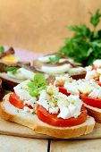snacks sandwiches with tomatoes and goat cheese