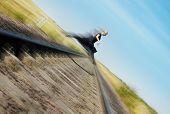 Voando sobre a estrada de ferro