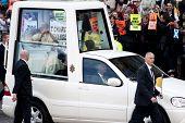 Papst Benedikt Xvi und Demonstranten