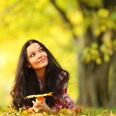 woman portret in autumn