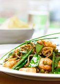 Prawn With Noodle And Fresh Green Vegetables