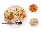 Cocina tradicional de Karnataka Rava Chutney de brazos cruzados,