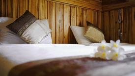 picture of pillowcase  - Luxury Twin Cotton Bedding with Thai Silk Pillowcase - JPG
