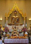 Golden Buddha statue at Wat Traimit
