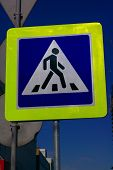 foto of pedestrian crossing  - image of one pedestrian crossing sign on street - JPG