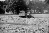picture of tractor-trailer  - Tractor pulling a trailer in a harvested field  - JPG