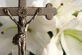 Kruis en Pasen lelies