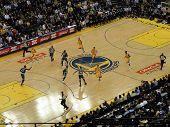 Krieger Stephen Curry fährt Gericht Ball.