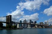 foto of brooklyn bridge  - The famous Brooklyn Bridge in New York City