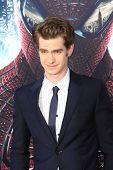 LOS ANGELES - 28 de JUN: Andrew Garfield en el estreno de Columbia Pictures ' The Amazing Spider-Man'