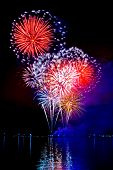 Fogo de artifício comemorativo brilhante